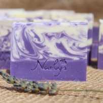 Découvrez ou offrez ce savon élégant et raffiné fabriqué artisanalement à Valensole dans nos Alpes de Haute Provence !